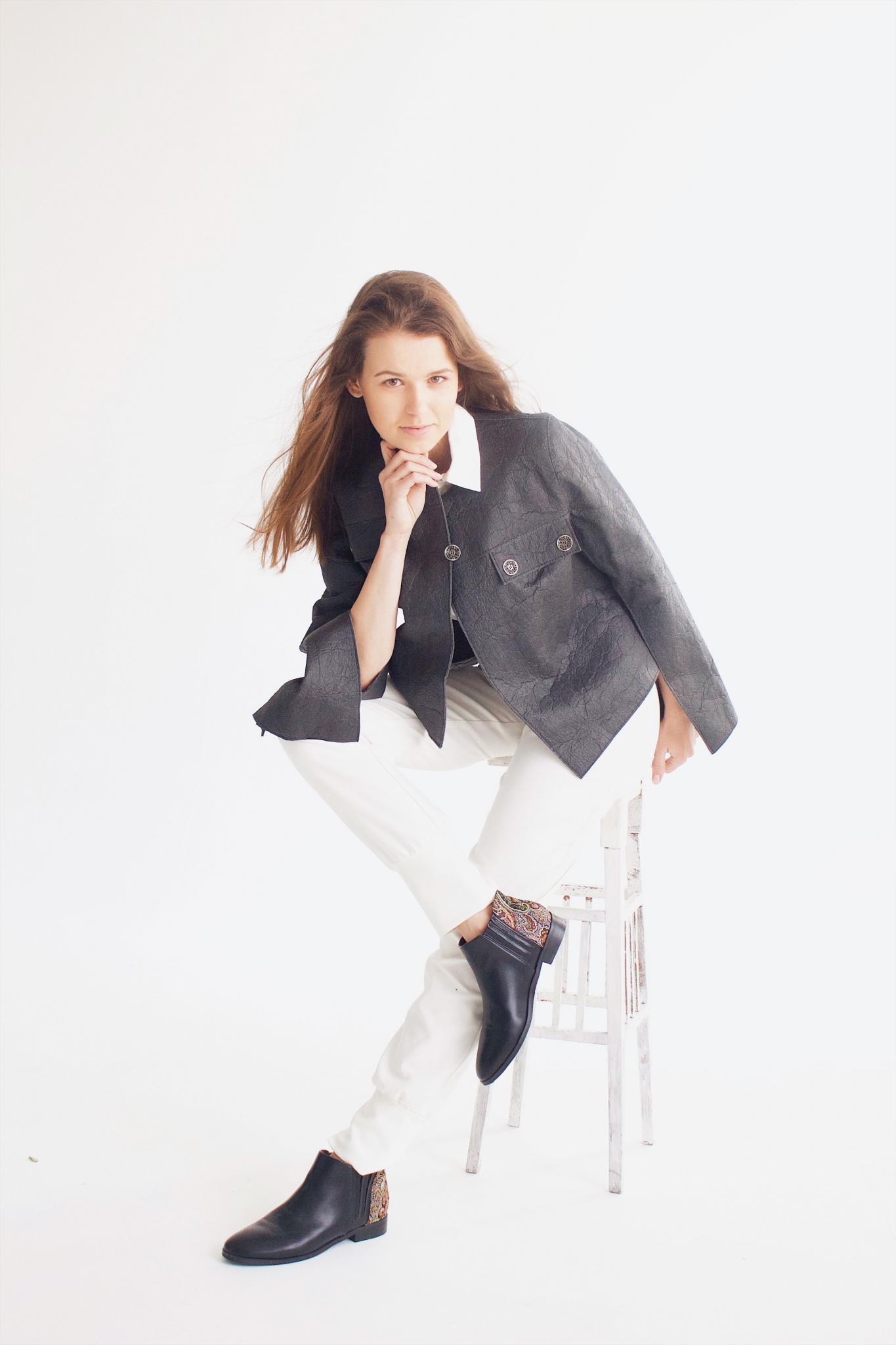 черная кожаная куртка из веганской кожи Pinatex